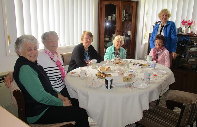 Morning cuppas for Bev Atkins, Adele Hassett, Ruth Houghton, Barbara Mailler, Ruth Churcher and Diana Bricknell. Photo by Lynn Moffitt.