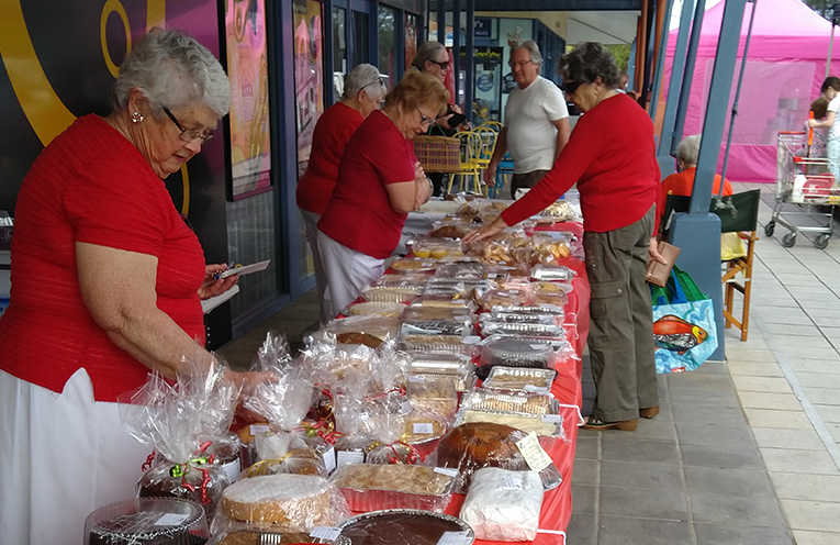 MYALL QUAYS SHOPPING CENTRE: Red Cross Big Cake Bake.