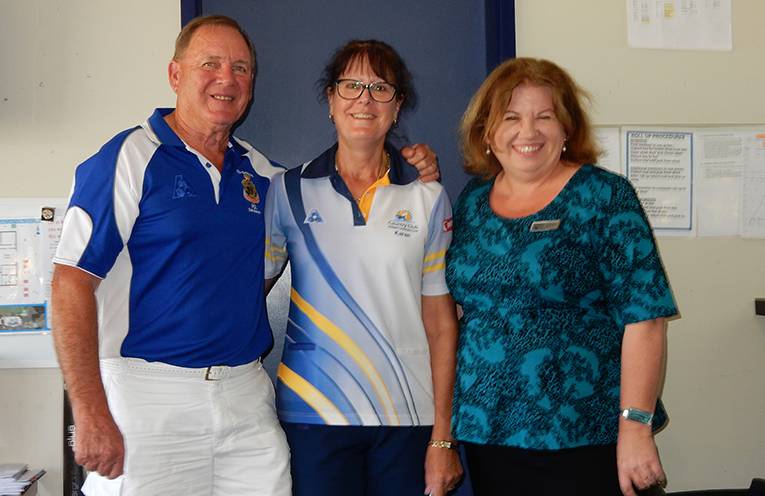 Winners, Ron and Karen Green with Palm Lake representative Shona Howarth.