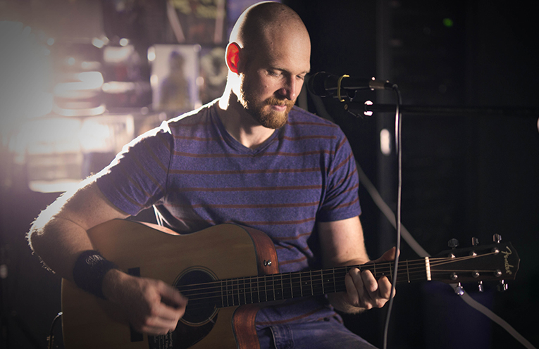 Justin Banks offers a cruisy Sunday afternoon at the Anna Bay Tavern.