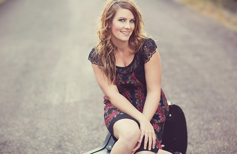 Kelly Hope - live at Soldiers Point Bowling Club and Tilligerry RSL this weekend.