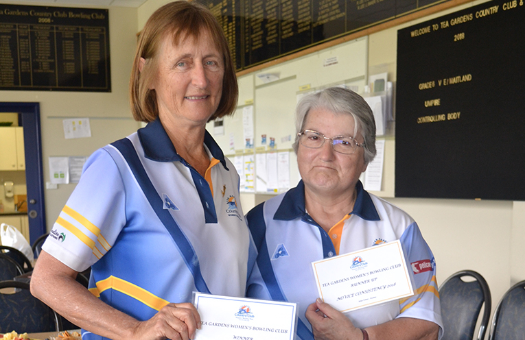 Finalists Novice Consistency  (L) to (R): Winner Jean Glover and Runner Up Francis Betar.