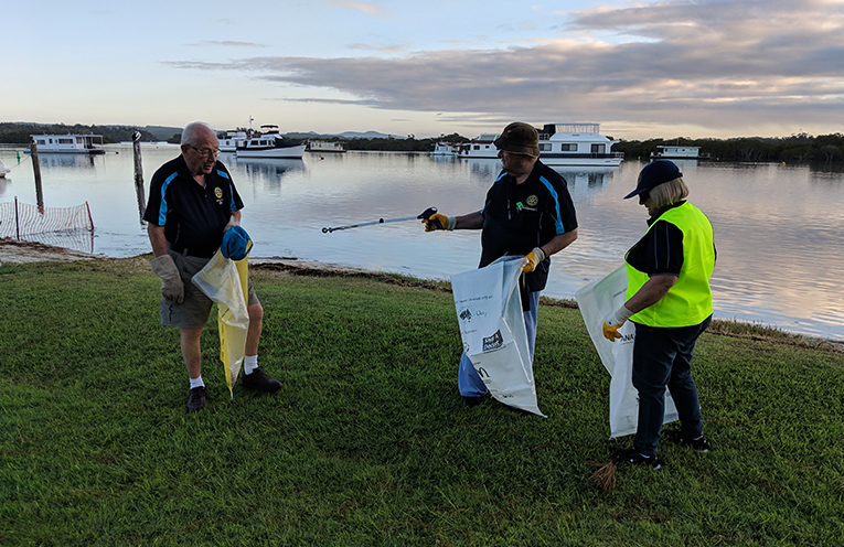 ANZAC PARK: Rotarians join Clean Up Australia Campaign.