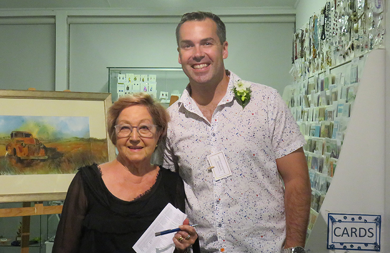 Joy McLeod with Mayor Ryan Palmer receiving her award for First Prize at the recent Port Stephens Art Prize.