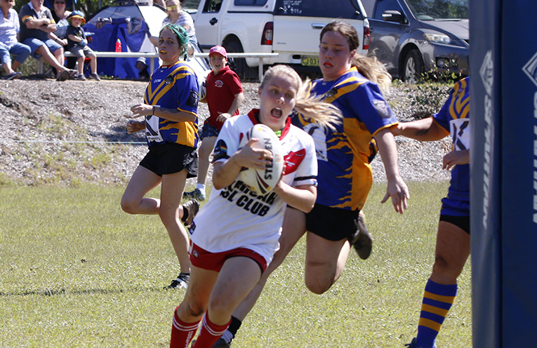Kayla Campbell going in for 1 of her tries.Photo by Sharon Wedd.