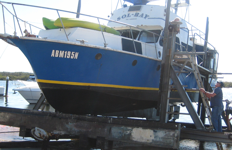 Distress Vessel 'Sol Ray' allowed to be lifted at Tea Gardens Slipway.