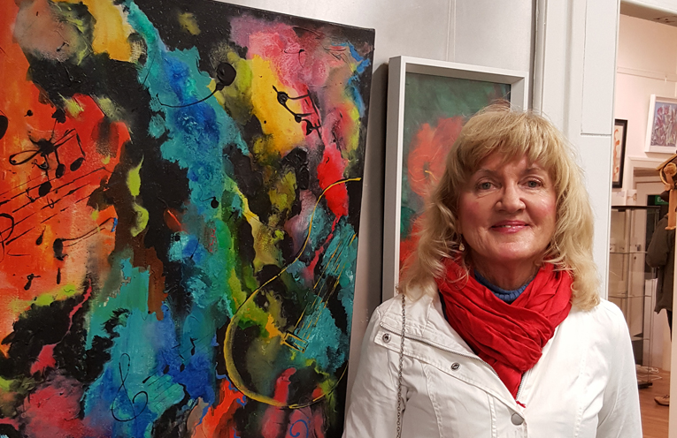 Lorraine Davenport adds a bright burst of colour to evening!